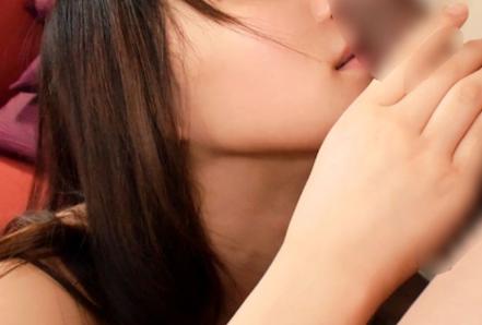 匂いフェチの25歳薬剤師のフェラ