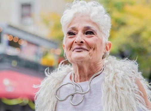 アメリカの83歳女性