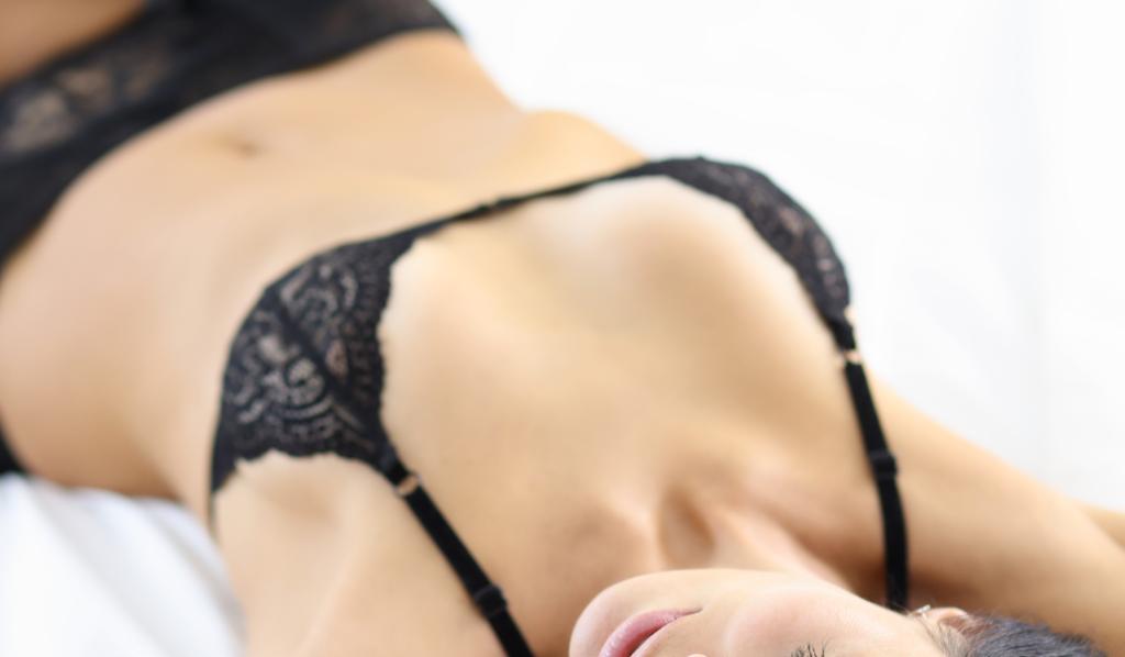 真面目な女の子より性的に開放的な女の子が魅力的な理由